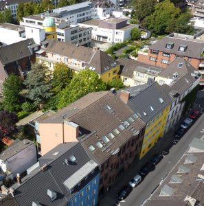 Dreikönigenhaus vom Turm der Nachbarkirche aus gesehen. Bild: Cornelius Schmidt.